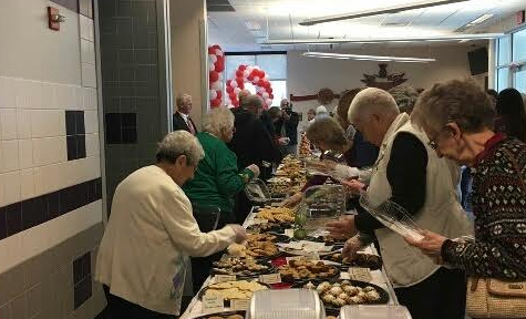 Student bakers pitch in for Cookie Extravaganza