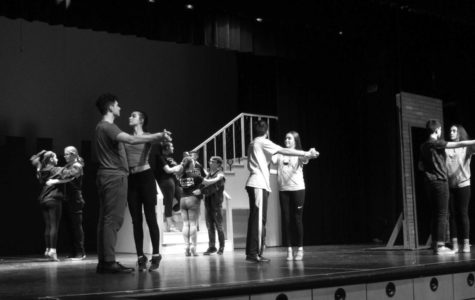 The story comes from the book Auntie Mame and it is based in the Great Depression. Similar to last year's Honeymoon in Vegas, it is a musical comedy.