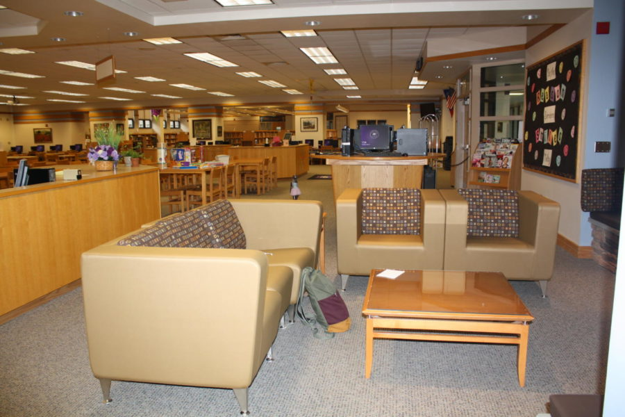 The+new+couches+support+collaborative+learning+and+studying+for+students.+