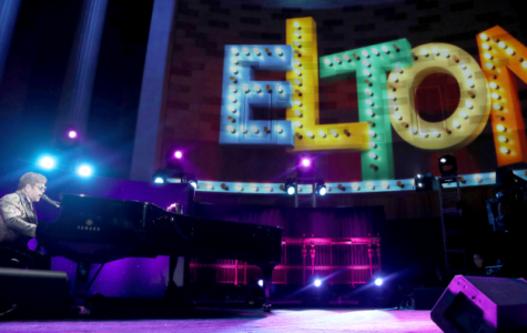 Elton John debuts new Peex device in tour to optimize fan experience.
