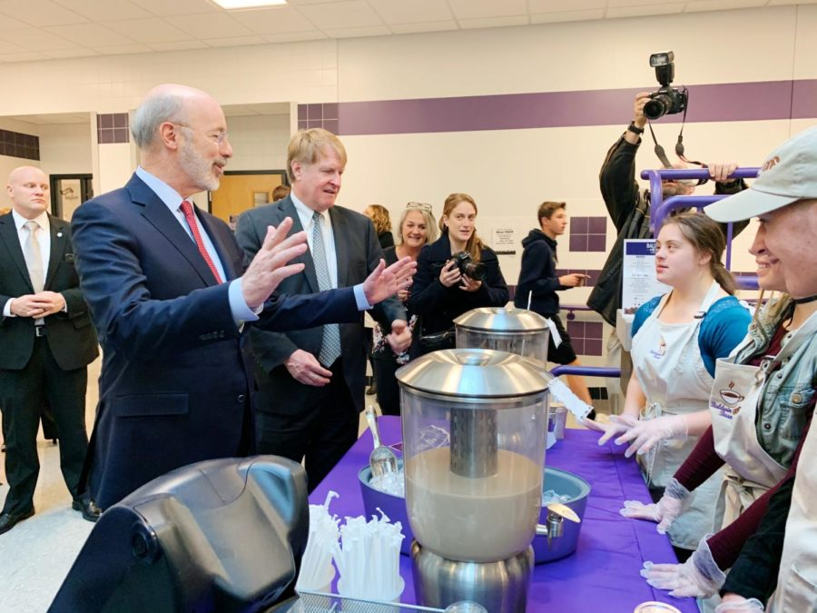 Governor+Tom+Wolf+meets+student+workers+from+the+Baldwin+Bean%2C+the+school+coffee+shop.