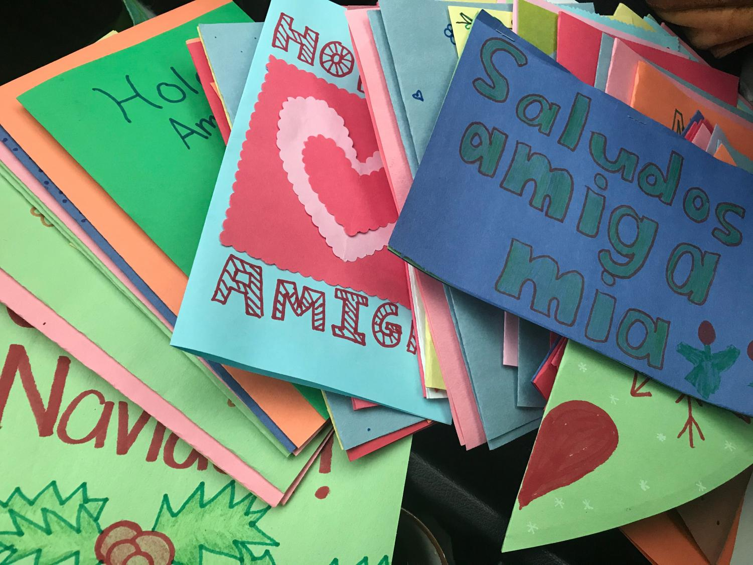 Spanish students send cards to inspire women and children at the border.