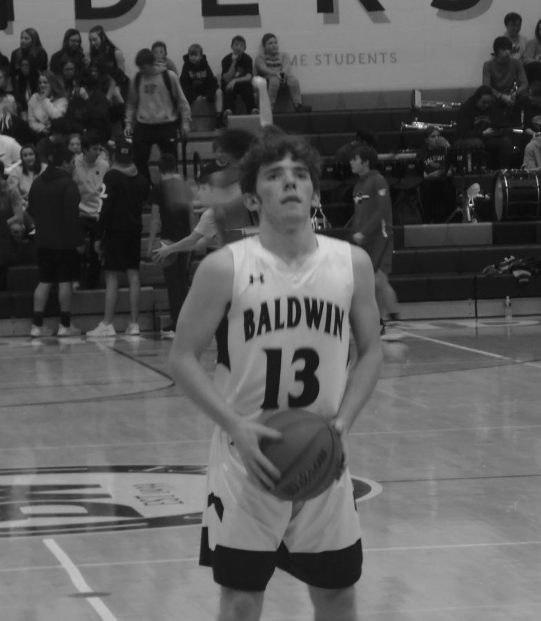 Senior+Andy+Degenhardt+focuses+on+scoring+points+at+a+basketball+game+before+taking+a+shot.+He+has+played+the+sport+since+third+grade.+