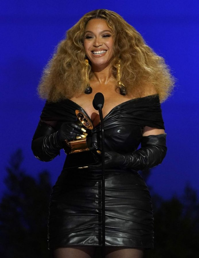 Beyonce+makes+history+with+28th+Grammy.+
